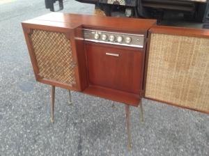 MID CENTURY RADIO 3