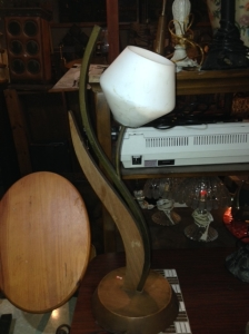 MID CENT WOOD LAMP