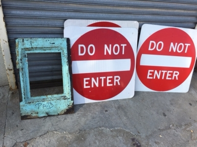 SIGNS DO NOT ENTER