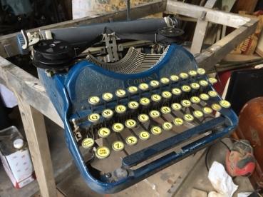 CORONET TYPEWRITER
