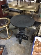 ROUND IRON BASE TABLE