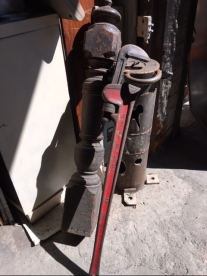 HUGE PIPE WRENCH