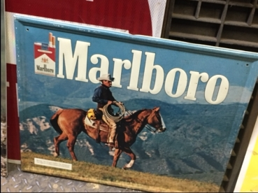 marlboro-metal-sign