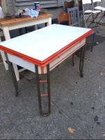 retro-table