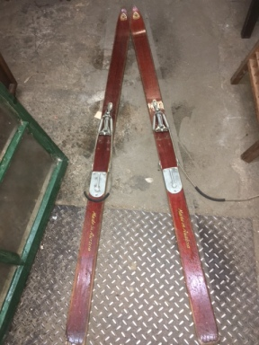 antique-old-skis