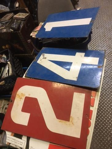 metal-number-signs