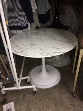 saraanden-marble-table