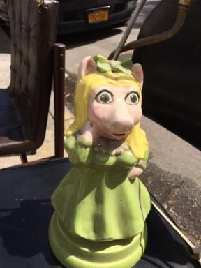 MISS PIGGY LAMP