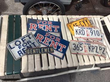 VINTAGE PLATES AND METAL SIGNS