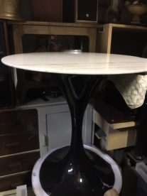 TULIP TABLE NEW