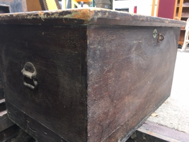 ANTIQUE WOOD BOX