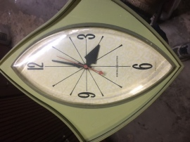 MID CENTURY KITCHEN ATOMIC CLOCK