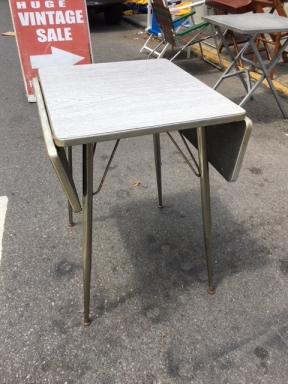SMALL MID CENTURY MODERN KITCHEN TABLE