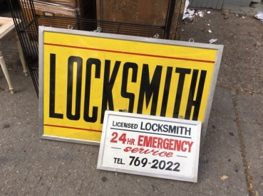 LOCKSMITH SIGNS