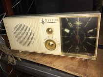 VINTAGE EMERSON CLOCK RADIO