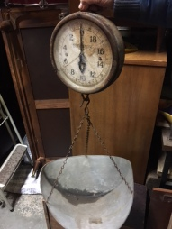 ANTIQUE SCALE