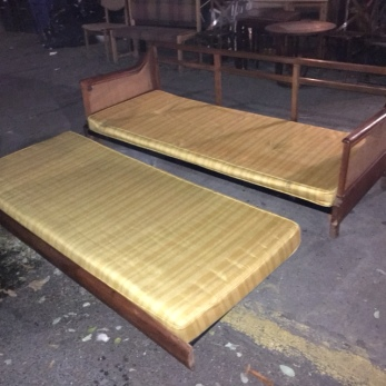 MID CENTURY DAY BED 2