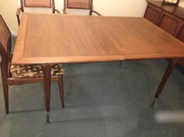 MID CENTURY MODERN WOOD DINING TABLE WITH 2 LEAVES