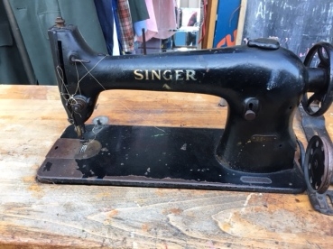 INDUSTRIAL SINGER SEWING MACHINE2