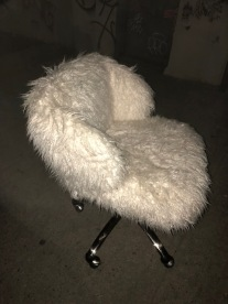 SHAGGY CHAIR