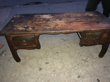 ANTIQUE WOOD COFFEE TABLE