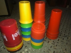 COLOR TUPPERWARE CUPS