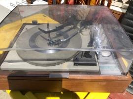 KLH RECORD PLAYER