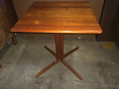 MOBLER DANISH MODERN TABLE 23.5X23.5X26 HIGH