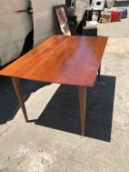 MODEREN DINING TABLE