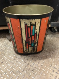 RETRO GARBAGE CAN