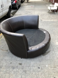 ROUND LOVE CHAIR