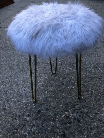 FURRY HAIRPIN STOOL