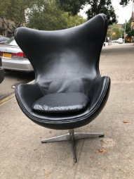 ARNE JACOBSEN EGG CHAIR3