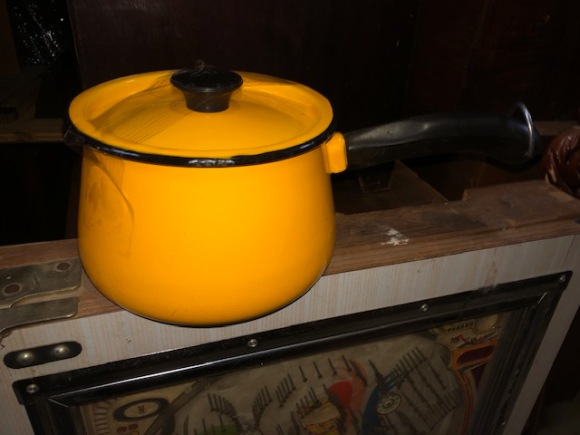 YELLOW POT