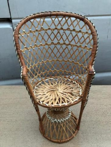MINI PEACOCK CHAIR