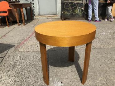 MODERN ROUND TABLE 22 INCHES