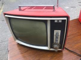 RETRO RED TV
