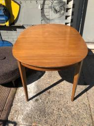 R-WAY DINING TABLE