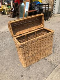 LARGE WICKER BASKET OPEN