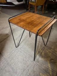 KNOLL STYLE TABLE