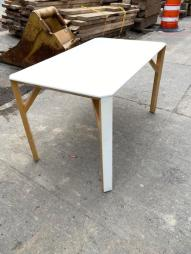 MOFERN DINING TABLE